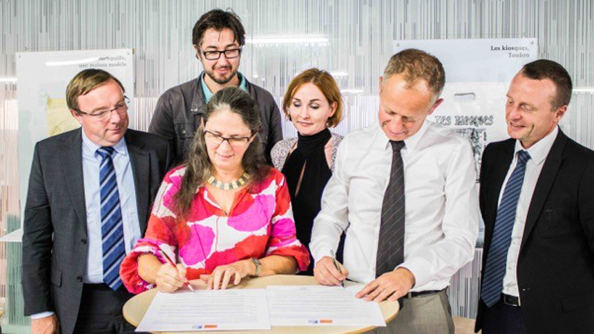 BC Nord était présent le 9 septembre dernier avec la délégation d'EGF BTP Nord-Pas-de-Calais pour signer avec le Conseil régional de l'Ordre des Architectes (CROA) une charte pour la qualité architecturale dans les procédures de conception-réalisation. Une première en France.